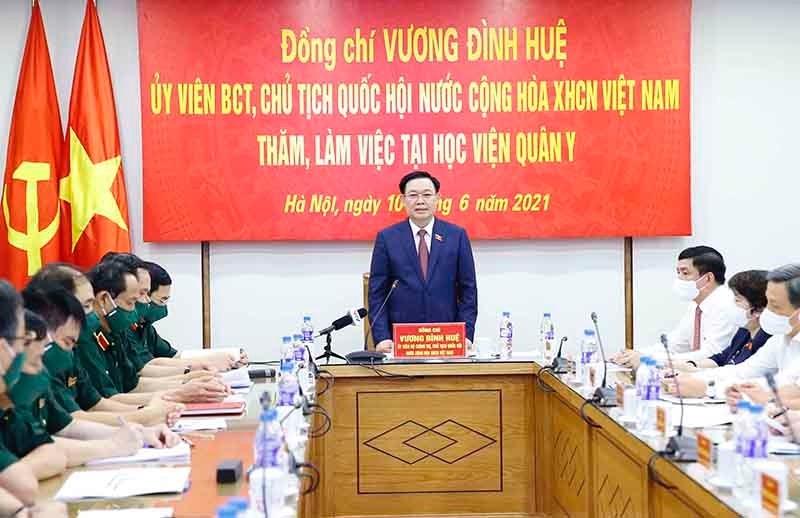 Chủ tịch Quốc hội Vương Đình Huệ làm việc với lãnh đạo Học viện Quân y
