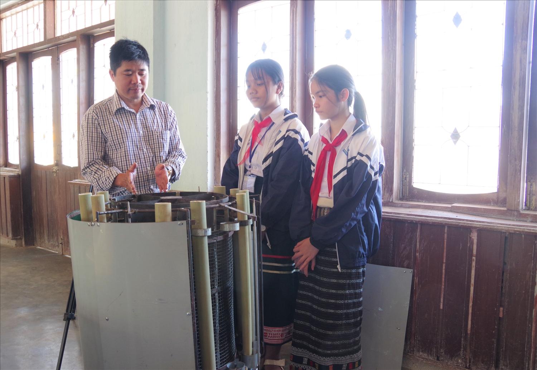 Với tính ứng dụng cao, sáng kiến của 2 em Tuệ và Trang đã đạt giải Nhất cuộc thi Khoa học, kỹ thuật cấp tỉnh dành cho học sinh trung học năm học 2020-2021.