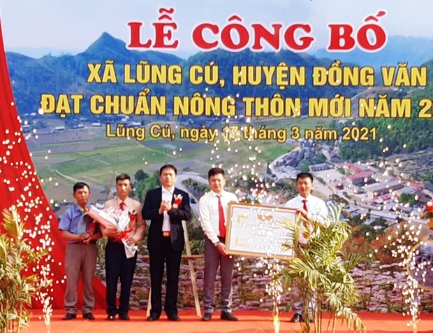 Lễ công bố xã Lũng Cú, huyện Đồng Văn đạt chuẩn Nông thôn mới, diễn ra ngày 17/3/2021. Ảnh: BHG
