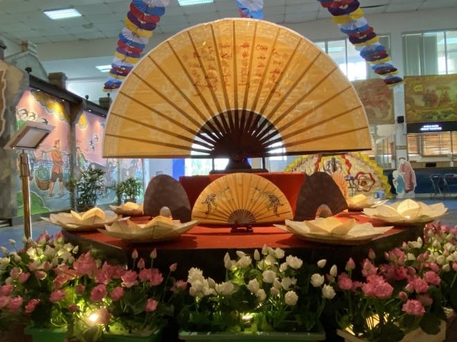 Triển lãm giới thiệu đến công chúng những nét truyền thống của Tết Đoan Ngọ. Ảnh: TTXVN