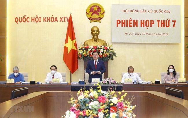 Chủ tịch Quốc hội Vương Đình Huệ phát biểu khai mạc Phiên họp thứ 7, Hội đồng Bầu cử quốc gia. (Ảnh: TTXVN)