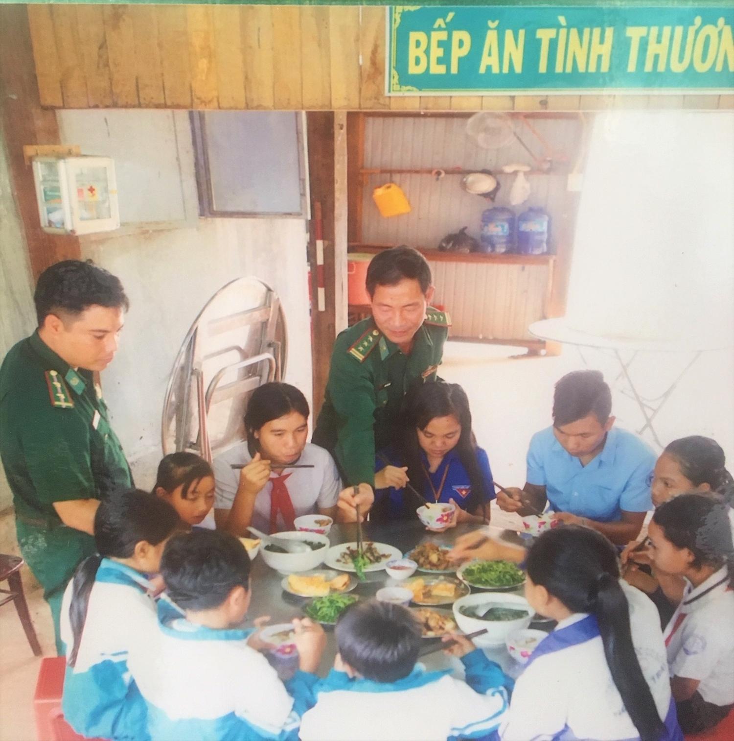Bếp ăn tình thương tại Đồn Biên phòng Lệ Thanh phục vụ con em trong xã Ia Dom