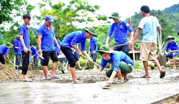 Thanh niên tình nguyện Đại học Huế tham gia làm đường giao thông nông thôn trong chiến dịch Thanh niên tình nguyện Hè. Ảnh minh họa