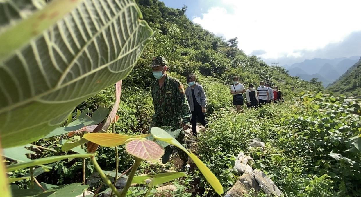 Đồn Biên phòng Cửa khẩu Trà Lĩnh (Cao Bằng) phát hiện, bắt giữ 11 công dân nhập cảnh trái phép từ Trung Quốc vào Việt Nam qua khu vực mốc 754. Ảnh: BĐBP cung cấp