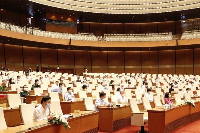 Các đại biểu tại điểm cầu chính Hội trường Diên Hồng.