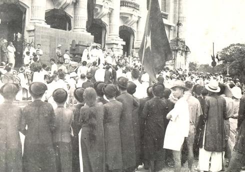 Đông đảo các tầng lớp nhân dân thủ đô mít tinh ủng hộ Tuần lễ Vàng. (Ảnh tư liệu).