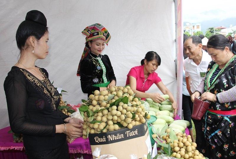 Các đơn vị chức năng của tỉnh Sơn La luôn hỗ trợ người dân trong việc xúc tiến thương mại tiêu thụ sản phẩm