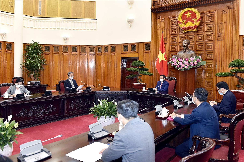 Thủ tướng Phạm Minh Chính đề nghị Chính phủ và các cơ quan liên quan của Nhật Bản tiếp tục hợp tác với Việt Nam trong việc phòng chống và đẩy lùi đại dịch COVID-19, hỗ trợ chuyển giao công nghệ và sản xuất vaccine cho Việt Nam. - Ảnh: VGP/Nhật Bắc