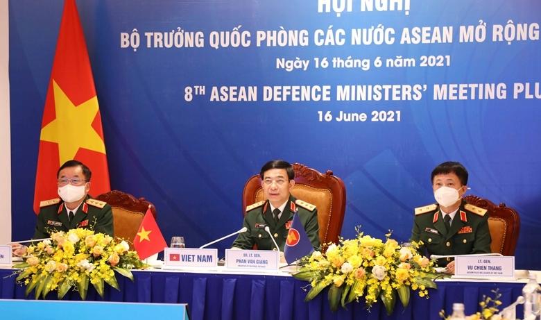 Thượng tướng Phan Văn Giang (giữa), Trưởng đoàn Việt Nam tham dự Hội nghị tại điểm cầu Hà Nội.