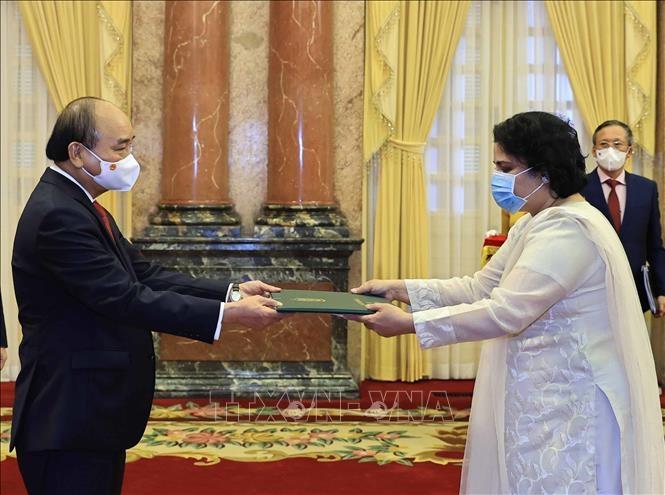 Chủ tịch nước Nguyễn Xuân Phúc tiếp Đại sứ Pakistan Samina Mehtab. Ảnh: Thống Nhất/TTXVN