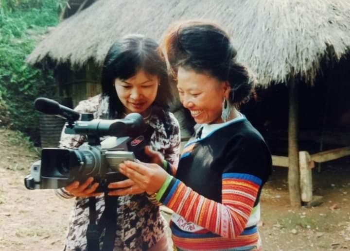 Nhà báo với đồng bào DTTS