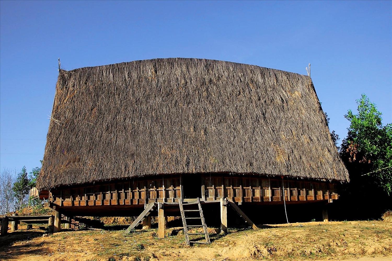 Làng cổ Kon K'Tu bên bờ Đắk Bla - nơi còn lưu giữ nhiều ngôi nhà cổ truyền thống của dân tộc Ba Na