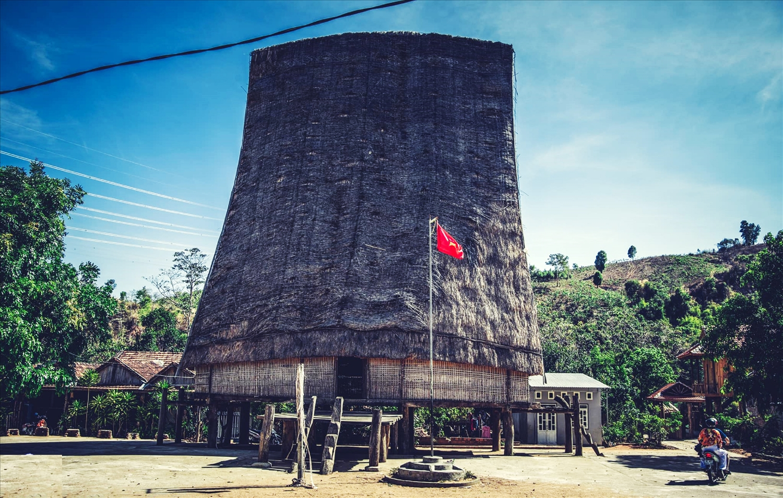 Nhà rông truyền thoogns của làng Kon K'tu cao tới tới 22m