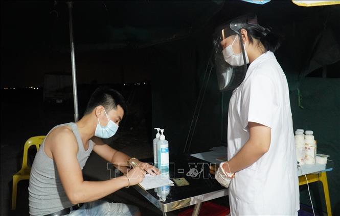 Khai báo y tế phòng dịch COVID-19. Ảnh: TTXVN