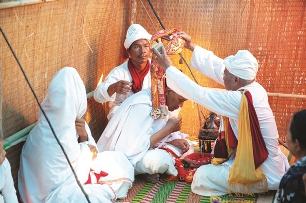 Các nghi lễ Pok Tapah kể lại hành trình của một người tu hành Bà-la-môn. Ảnh: Tuệ Tri