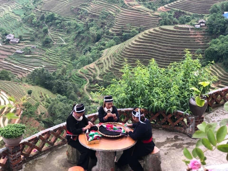 Từ homestay Khánh Đinh du khách có thể ngắm cảnh, chụp những bức ảnh đẹp về ruộng bậc thang