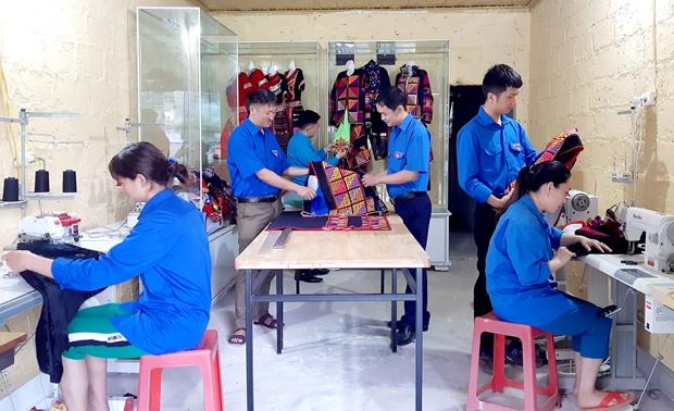 Tổ Hợp tác May mặc thổ cẩm dân tộc Lô Lô đã góp phần quảng bá, giữ gìn văn hóa truyền thống của đồng bào dân tộc Lô Lô. Ảnh: BHG