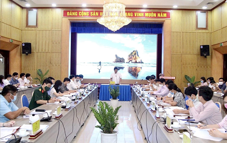 Bộ trưởng Bộ Kế hoạch và Đầu tư Nguyễn Chí Dũng – Chủ tịch Hội đồng thẩm định Nhà nước chủ trì buổi họp