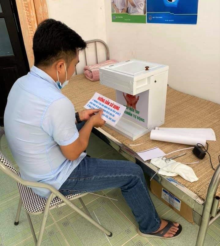 Bác sĩ Nam hoàn thiện máy rửa tay tự động