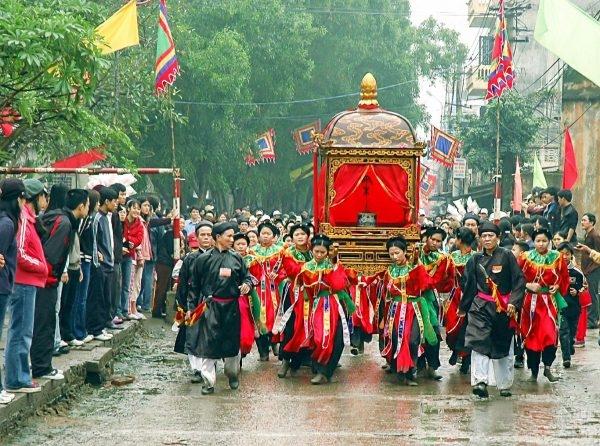 Rước kiệu trong lễ hội 5 làng Mọc