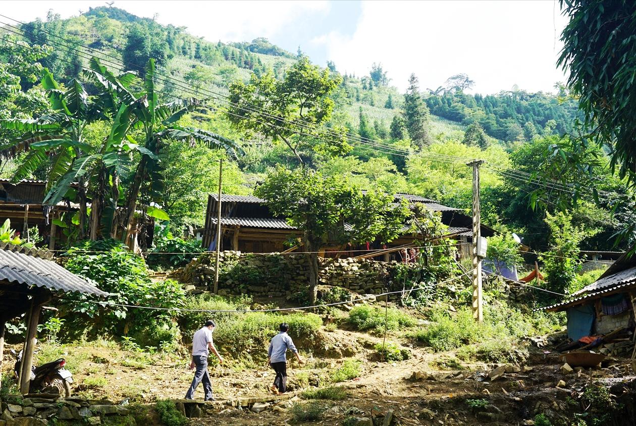 Hàng trăm hộ dân trên địa bàn tỉnh Lào Cai vẫn đang ngày đêm mong ngóng được di chuyển ra khỏi vùng nguy hiểm