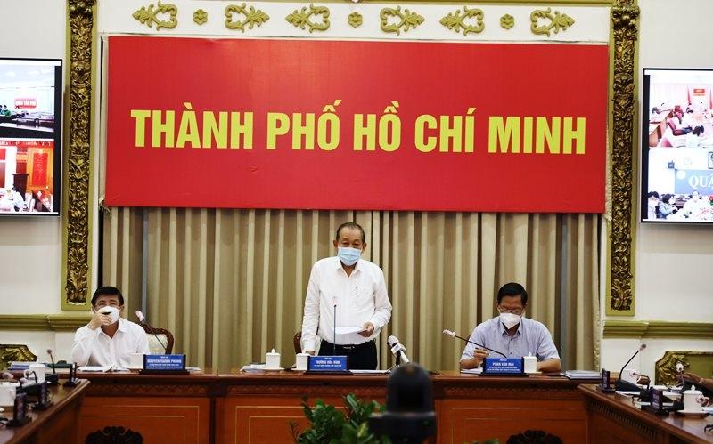 Phó Thủ tướng Thường trực Trương Hòa Bình phát biểu chỉ đạo tại cuộc họp.