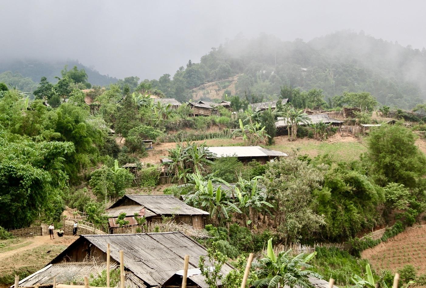 Thói quen xây nhà ở ven đồi của người dân tiềm ấn nguy cơ sạt lở