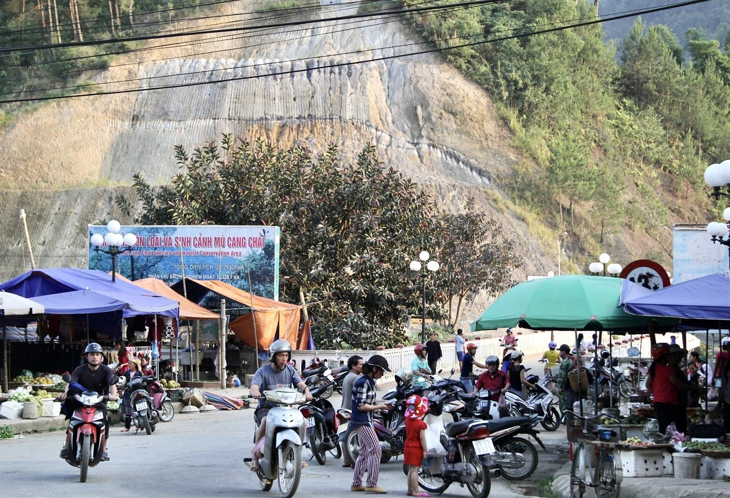 Nhiều đoạn đồi núi ở Yên Bái có dấu hiệu sạt lở nguy hiểm