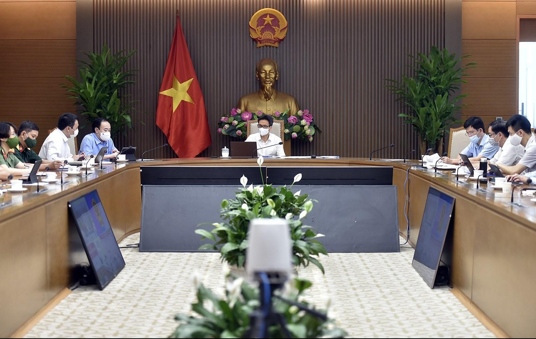 Tại cuộc họp, Phó Thủ tướng Vũ Đức Đam đặt nhiều câu hỏi cụ thể xung quanh vấn đề xét nghiệm và truy vết của TPHCM. Ảnh: VGP/Đình Nam