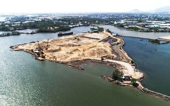 Dự án cảng thuỷ nội địa tạm thời lấn sông khiến thuỷ hải sản sụt giảm