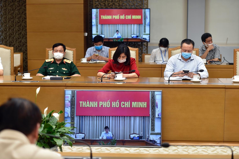 Tại cuộc họp, Chủ tịch UBND TPHCM Nguyễn Thành Phong cho biết, Thành phố đã chuẩn bị sẵn sàng các phương án để bảo đảm đời sống sinh hoạt của người dân không bị xáo trộn và ảnh hưởng. Ảnh: VGP/Đình Nam