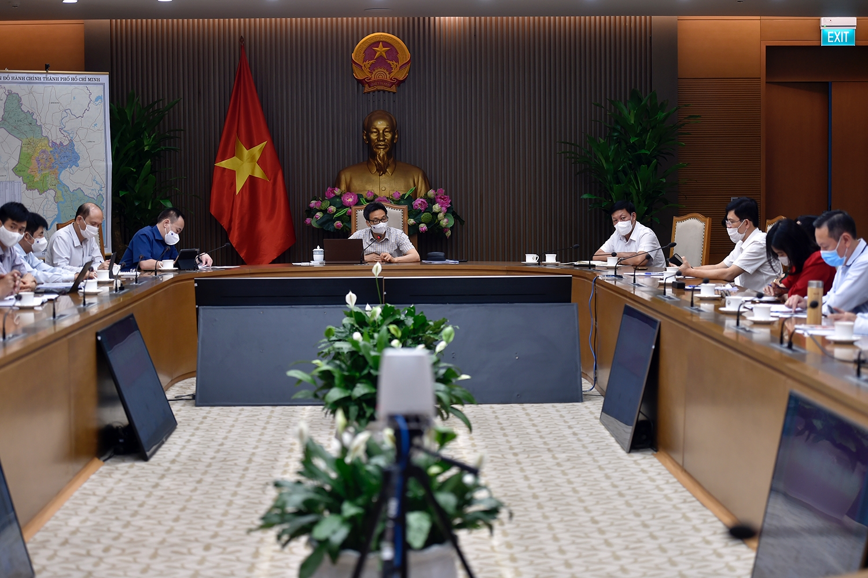 Toàn cảnh cuộc giao ban trực tuyến giữa Phó Thủ tướng Vũ Đức Đam, Trưởng Ban Chỉ đạo quốc gia phòng, chống dịch COVID-19 và Thường trực Ban Chỉ đạo với TPHCM về công tác phòng, chống dịch. Ảnh: VGP/Đình Nam