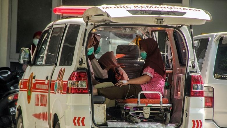 """Indonesia đang là tâm dịch COVID-19 """"nóng"""" nhất châu Á khi ghi nhận thêm hơn 1.000 ca tử vong vì dịch bệnh trong 24 giờ qua. (Ảnh: AP)"""