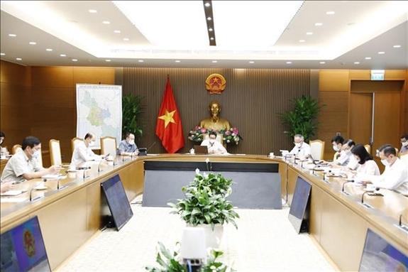 Phó Thủ tướng Vũ Đức Đam yêu cầu các tỉnh điểu chỉnh công tác lấy mẫu, xét nghiệm phù hợp ở những địa bàn thực hiện giãn cách xã hội theo Chỉ thị 16. Ảnh: VGP/Đình Nam