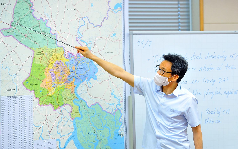 Phó Thủ tướng Vũ Đức Đam trao đổi về vành đai chống dịch xung quanh TP. Hồ Chí Minh