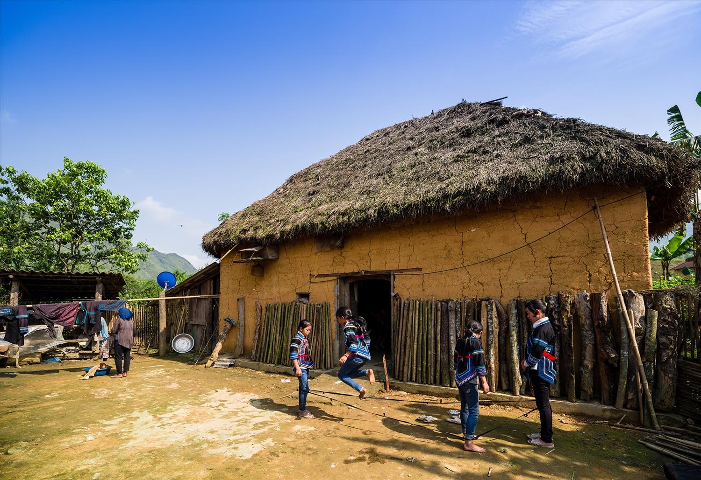 Y Tý thu hút du khách bởi vẻ đẹp hoang sơ, nét văn hóa độc đáo