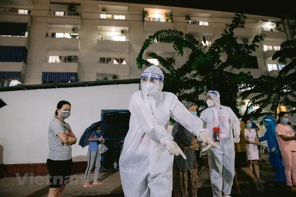 Ca sỹ Phương Thanh trong bộ đồ bảo hộ khi tham gia công tác tình nguyện. (Ảnh: NVCC)