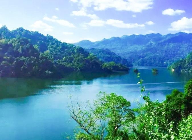 Không khí ở hồ Ba bể vô cùng trong lành
