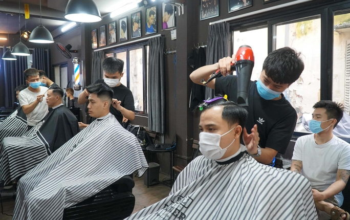 Hà Nội yêu cầu dừng hoạt động cắt tóc, gội đầu từ 0h ngày 13/7. Ảnh minh hoạ.