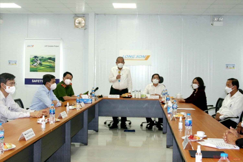 Phó Thủ tướng Trương Hòa Bình kiểm tra công tác phòng, chống dịch tại Dự án Tổ hợp Hóa dầu miền nam (xã Long Sơn, thành phố Vũng Tàu)