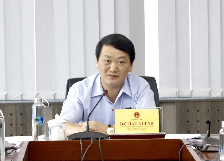 Bộ trưởng, Chủ nhiệm Hầu A Lềnh phát biểu kết luận cuộc họp