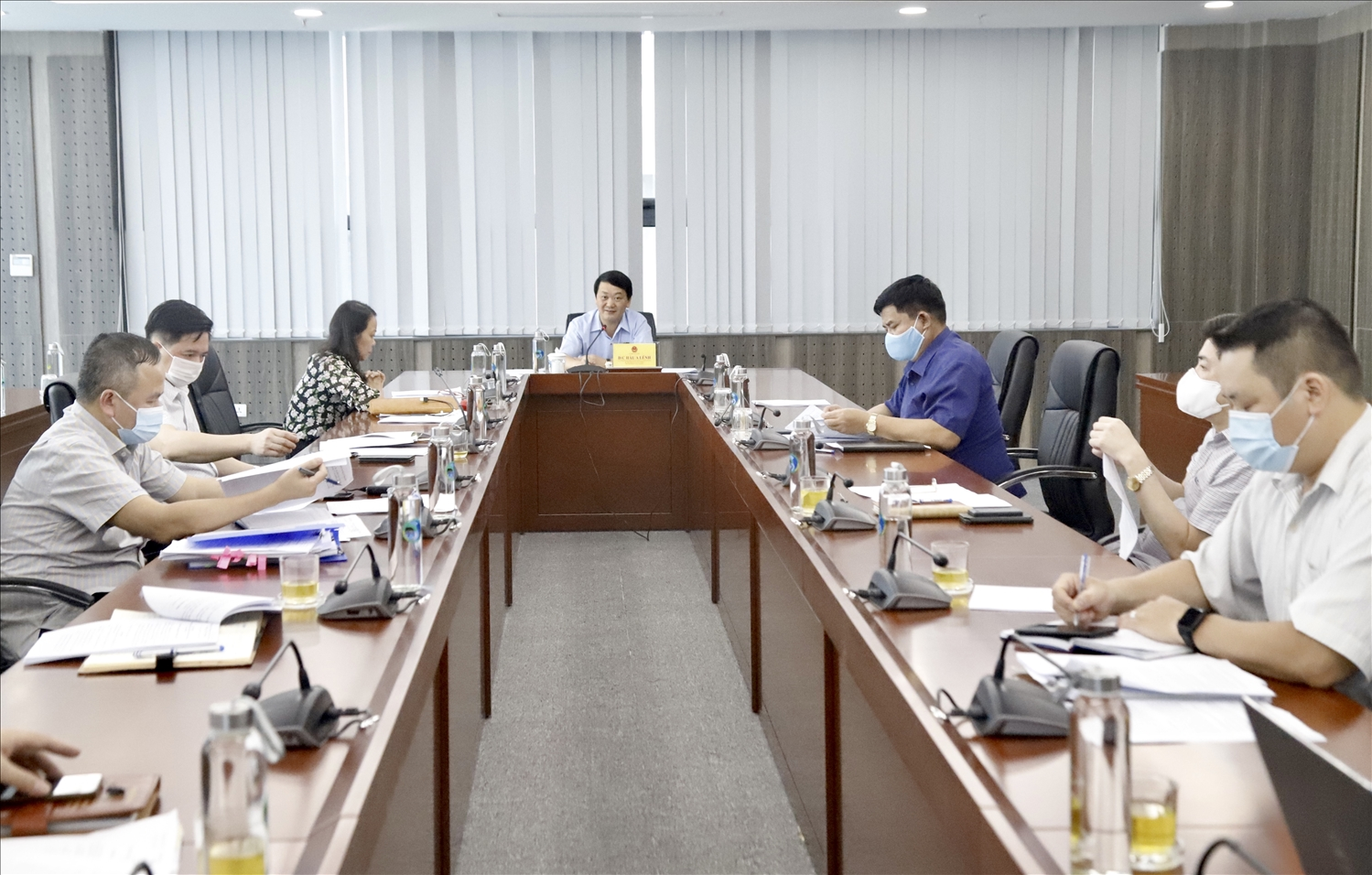 Bộ trưởng, Chủ nhiệm Hầu A Lềnh chủ trì cuộc họp
