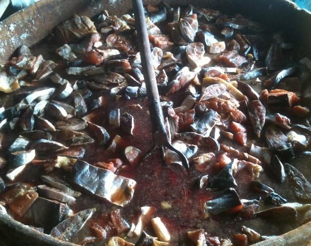 Nguyên liệu chính để làm món bò hóc là các loại cá mùa nước nổi.