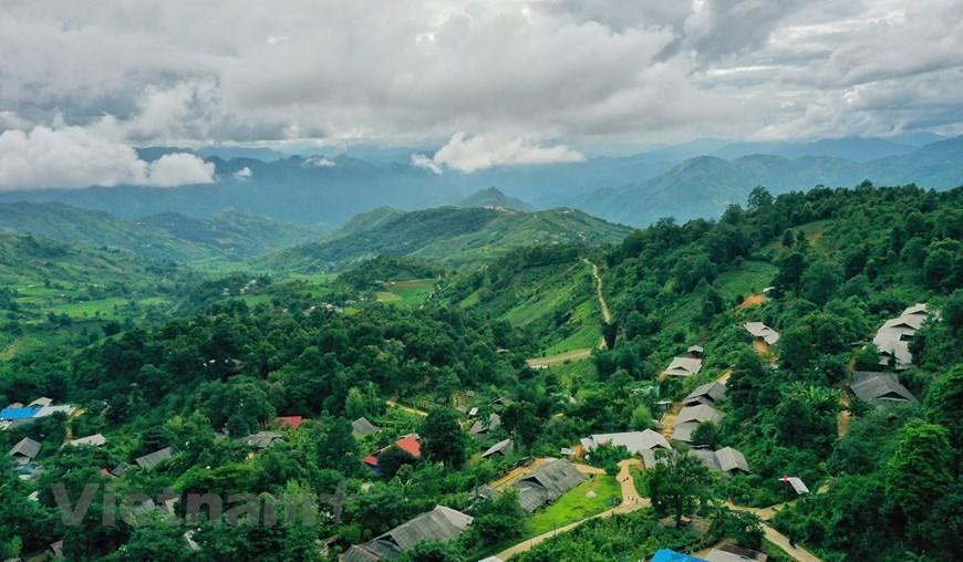 Cách thành phố Lai Châu khoảng 30 km, bản du lịch cộng đồng Sin Suối Hồ (thuộc huyện Phong Thổ, Lai Châu) nằm ở độ cao gần 1.500m so với mực nước biển, có khí hậu trong lành, mát mẻ quanh năm. (Ảnh: Xuân Mai/Vietnam+)