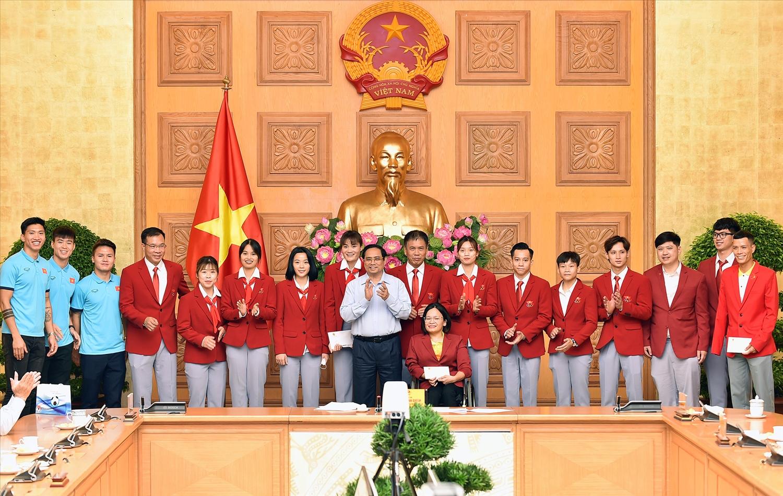 Thủ tướng Phạm Minh Chính động viên các vận động viên tiêu biểu, đoàn thể thao Việt Nam tham dự Olympic Tokyo 2020 - Ảnh: VGP/Nhật Bắc