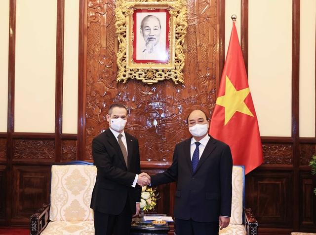 Chủ tịch nước Nguyễn Xuân Phúc tiếp Đại sứ Đặc mệnh toàn quyền Cộng hoà Chile tại Việt Nam Patricio Becker đến trình Quốc thư (Ảnh: TTXVN)