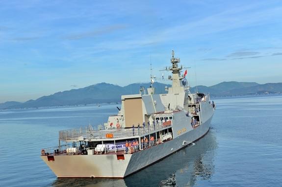 Tàu 016-Quang Trung lên đường thực hiện nhiệm vụ