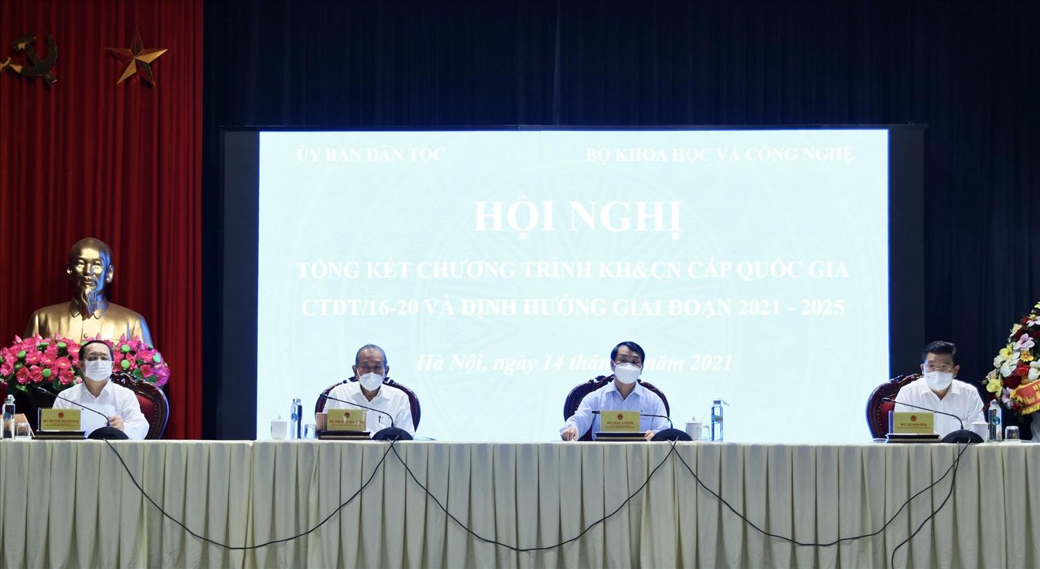 Phó Thủ tướng Thường trực Chính phủ Trương Hòa Bình và Lãnh đạo UBDT, Bộ KH&CN đồng chủ trì Hội nghị