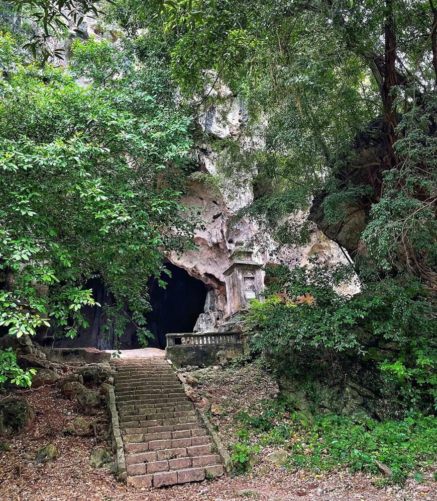 Nơi đây có những hang động kỳ thú vẫn giữ được nguyên vẹn nét hoang sơ từ hàng ngàn đời do thiên nhiên ban tặng. (Ảnh: Xuân Mai/Vietnam+)