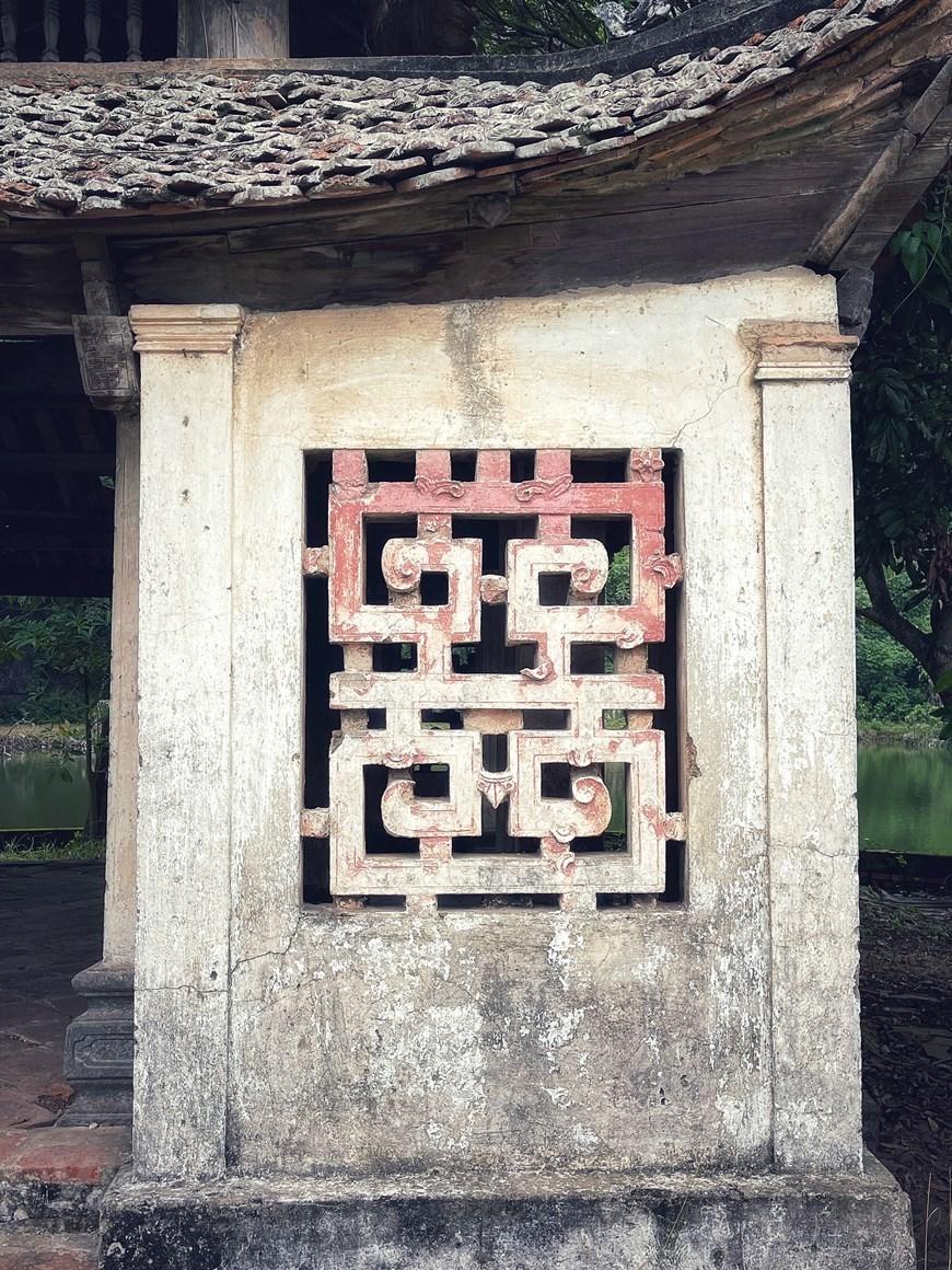 Họa tiết hoa văn trang trí kiến trúc theo lối cổ. (Ảnh: Xuân Mai/Vietnam+)